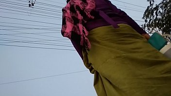 standing randy meitei manipuri aunty ka niche se photo kia
