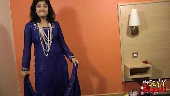 sexy indian babe rupali bhabhi boobs exposed