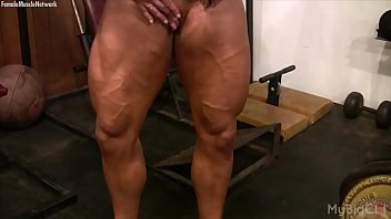 dame bodybuilder lisa cross plays with her humping.