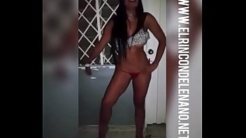 chica se desnuda en estacioacute_n de policia - wwwelrincondelenanonet