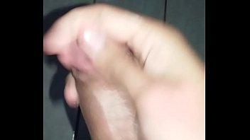 novinho de lem batendo uma punheta