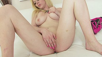 Jaw-dropping blonde masturbating with a big dildo