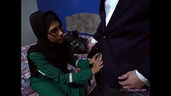 Desperate Arab Victoria Valencia Blows Men For Cash